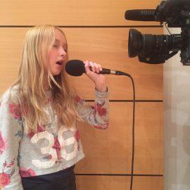 Marlenka, 12 let, je nastopila s skladbo iz serije Jaz sem Luna